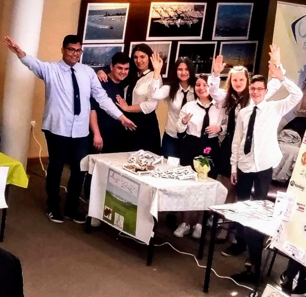 """Награда за учениците от ПГХ и ХВТ - участвали в онлайн конкурса """"Имам бизнес идея!"""" - голяма снимка"""